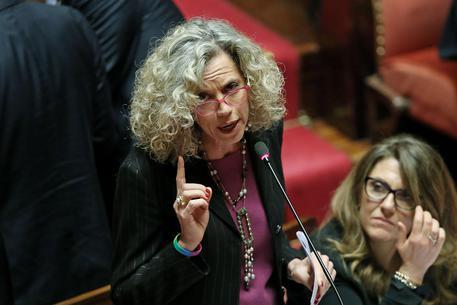 La senatrice Monica Cirinna' in aula del Senato durante la discussione sulle unioni civili, Roma, 2 febbraio 2016. ANSA/ALESSANDRO DI MEO
